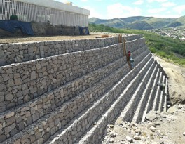 Critical section of 12 meters high gabion.