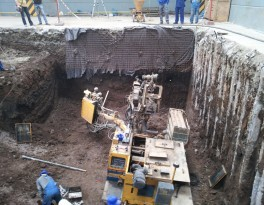 Instalation of the anchors and the excavation of the soil.