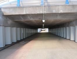 Paso subterráneo - túnel para peatones y ciclistas