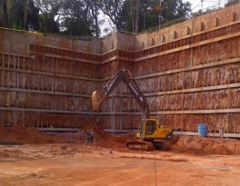 Construction pit with pile wall